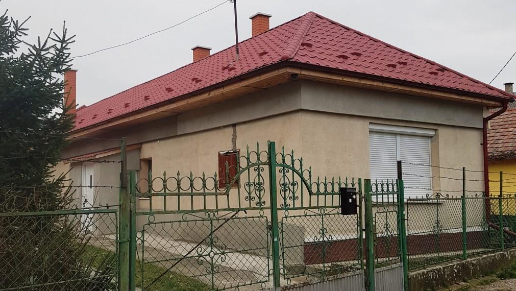 REKONŠTRUKCIA domu vrátane STRECHY v Gönc - Maďarsko